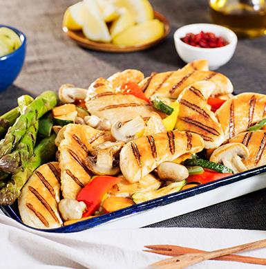 El pollo de SUPER POLLO es un excelente alimento para nuestro cuerpo, es bajo en grasas y calorías, también es alto en proteínas y nutrientes esenciales. ¡Además es un alimento muy versátil que se puede preparar en múltiples recetas!