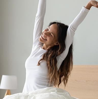 ¿Sabías que la falta de sueño y el estrés pueden interferir en tu peso? Por eso, es importante incluir pollo en nuestra alimentación, gracias a su excelente aporte de triptófano, aminoácido que favorece la formación de serotonina y melatonina, hormonas que mejoran el estado de ánimo, reducen el estrés y favorecen un buen dormir.