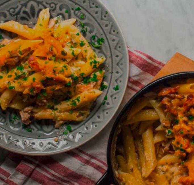 Pasta al horno con pollo y cheddar