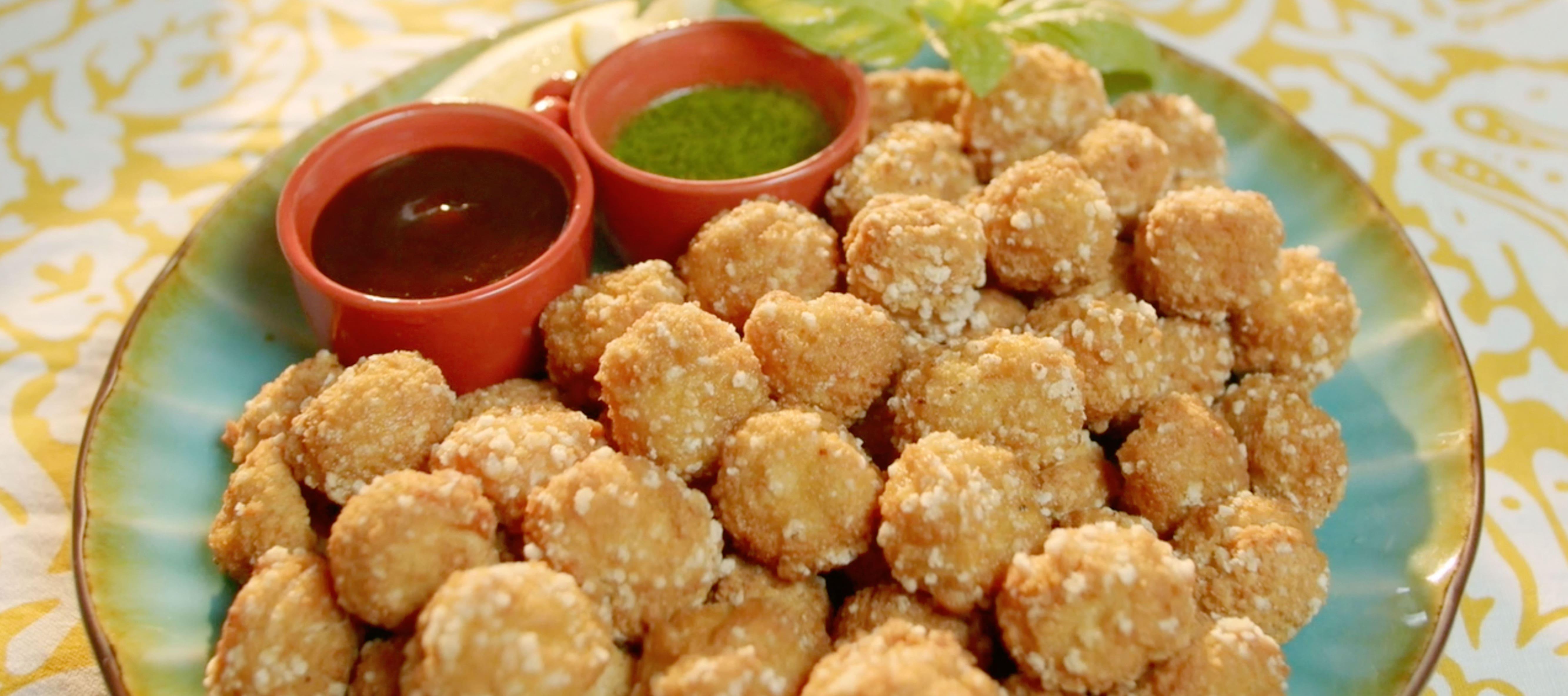 Popcorn nuggets de pollo con salsas